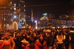 Khoảnh khắc biển người đổ về Nhà thờ lớn trong đêm Giáng sinh