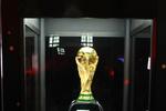 Hàng ngàn NHM Việt Nam được chiêm ngưỡng Cúp vàng Worl Cup tại Hà Nội