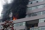 Cháy lớn tại ĐH Ngoại Thương, hàng trăm sinh viên hoảng loạn