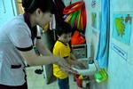 Dịch sởi: Cho con đi học hay ở nhà?