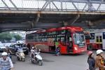 Hà Nội: Xe khách đi du lịch kẹt dính trong gầm cầu Long Biên