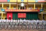 Tặng xe đạp, trao yêu thương tới học sinh trường Đoan Hùng, Phú Thọ