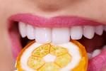 5 loại thực phẩm âm thầm tàn phá răng của bạn