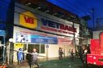 Tấm bảng hiệu 10m rơi giữa khu dân cư Sài Gòn