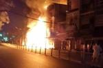Cháy kinh hoàng 2 tiệm karaoke, 1 người chết, 3 căn nhà cháy hoàn toàn