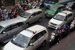 Kẹt xe nghiêm trọng vào giờ cao điểm, Cảnh sát giao thông 'lặn' mất tăm
