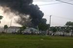 Hàng trăm lính cứu hỏa dập lửa tại khu công nghiệp Vĩnh Lộc, TP.HCM