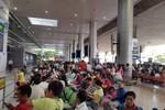 Sân bay Tân Sơn Nhất 'nghẹt thở' đón Việt kiều trong ngày cuối năm