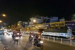 Nhiều tài xế xe tải nặng ở Sài Gòn bỏ xe, chống phạt đi vào giờ cấm ở nội thành