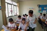 Học sinh Thành phố Hồ Chí Minh ôn tập căng thẳng trước giờ thi vào lớp 10