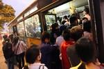 Tôi thấy rất nhiều hành khách đi xe buýt quá vô ý thức, thiếu văn minh