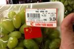 Big C kỷ luật nhân viên dán cờ Trung Quốc lên nho Việt Nam