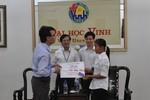 Trao học bổng 4 năm cho nữ sinh viên dân tộc Thái