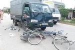 Xe tải đâm vào nhóm học sinh lớp 12 đi xe đạp, 6 em bị thương vong