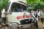 Xe tải đấu đầu xe khách, 11 người bị trọng thương