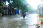 Bão số 2: Nhiều tuyến đường bị ngập, trời vẫn tiếp tục mưa lớn