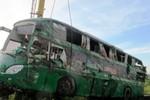 Lật xe khách trên QL 1A: 20 người may mắn thoát chết