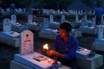 Nghìn ngọn nến tri ân các anh hùng, liệt sỹ tại nghĩa trang Đường 9