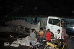 Xe tải đối đầu với tàu đoàn Thống Nhất, lái tàu bị thương nặng