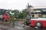 Xe khách đối đầu xe tải: Lái xe chết ngay tại chỗ, 11 người bị thương