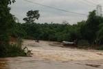 Vụ ôtô bị nước cuốn 5 người mất tích: Lái xe là cán bộ Sở GTVT Nghệ An