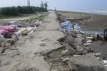 Mưa lớn do ảnh hưởng bão số 10, tuyến đê biển tại Hà Tĩnh bị sạt lở