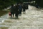 Xây cầu qua đập tràn Khe Ang, nơi nước lũ cuốn xe ôtô làm 5 người chết