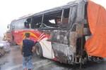Xe khách bỗng nhiên bốc cháy, hàng chục hành khách hoảng loạn