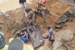 Toàn cảnh trục vớt gốc gỗ sưa hàng chục tỷ ở suối Tróoc