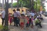 Phản đối sáp nhập trường: Hai bên cương quyết, con trẻ chịu thiệt
