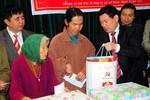 Bí thư Tỉnh ủy Nghệ An cùng TH True milk trao quà Tết