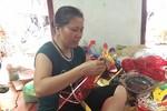 Nữ nghệ nhân cặm cụi ngày đêm làm đồ chơi Trung thu dân gian