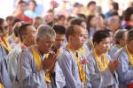 Đức Gyalwang Drukpa tặng sách kinh chữ nổi cho người mù Bình Dương