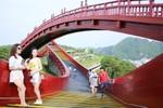 """Du lịch Quảng Ninh tiến gần hơn đến """"ngôi vương"""""""