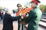 Tổng Bí thư Nguyễn Phú Trọng dâng hoa tại tượng đài Bác Hồ ở Moscow