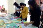 Ở trường phổ thông, nhiều đầu sách đang được bán qua đường nội bộ