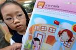 """Không thể chấp nhận cuốn sách in """"cổng trường cắm cờ Trung Quốc"""""""