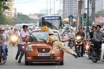 Nguy hiểm khi cho CSGT bắn người chống cán bộ thi hành công vụ