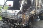 Hà Nội: Đang lưu thông, ôtô tải bất ngờ phát cháy đùng đùng