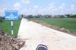 """1000 người làm con đường 700m: """"Xã không nắm rõ về kinh phí"""""""