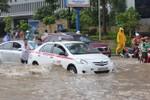 Video: Biển nước trước tòa nhà cao nhất Việt Nam- Keangnam sau cơn mưa