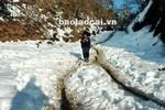 Video: Người dân Bát Xát nhọc nhằn chống chọi với băng tuyết