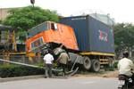 Hà Nam: Va chạm với xe container, một thanh niên tử vong