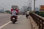 """Người đàn ông cụt chân """"tái xuất"""" tại trung tâm Hà Nội"""