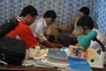 Bốn thầy giáo chơi bài ăn tiền khi đi tuyển sinh