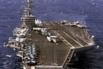 Tàu sân bay Mỹ chở 8 phi đội máy bay, 8.000 lính áp sát Syria
