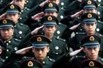 """Quân đội Trung Quốc có 70% con một, toàn """"cậu ấm"""" thiếu nam tính"""