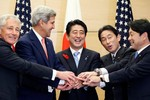 """""""Nga """"chân trong chân ngoài"""", coi Nhật Bản là quân cờ kiềm chế TQ"""""""