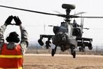 6 máy bay trực thăng Apache Đài Loan mua của Mỹ đã đến cảng Cao Hùng
