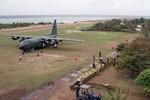 Đối phó Trung Quốc: Philippines mua máy bay, ký hiệp định quân sự